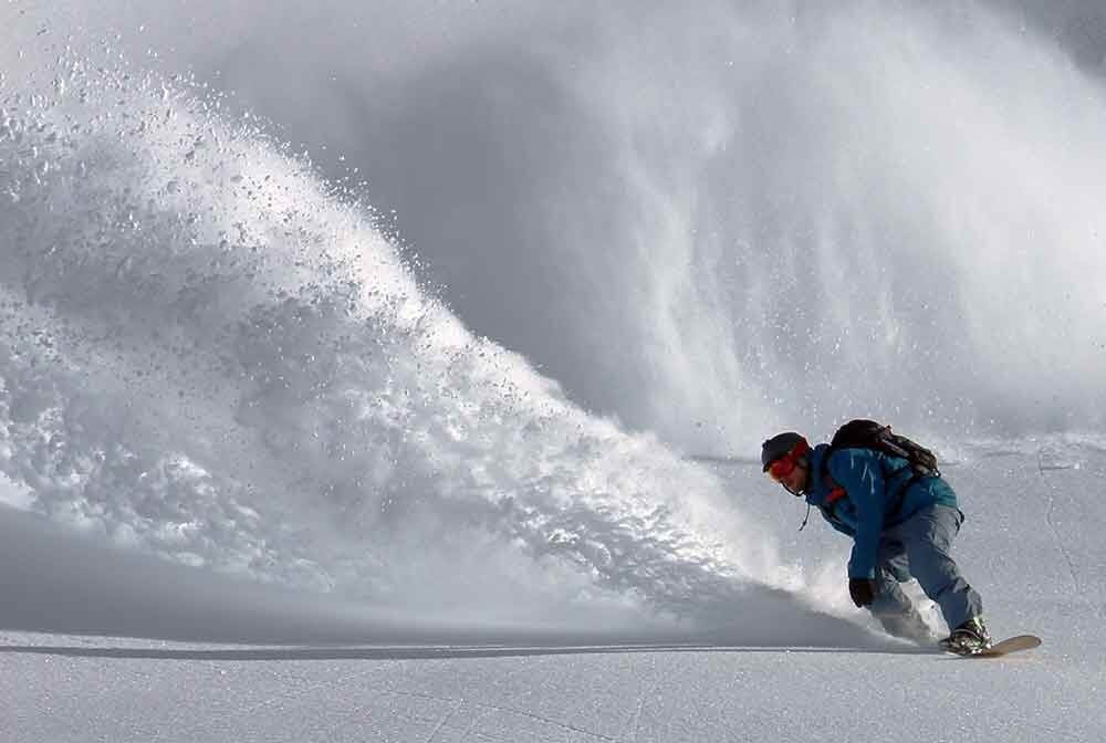 Snowboarder snowboarding Exfog